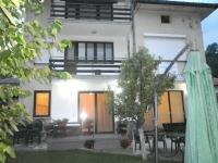 Къща за гости Златоград двор 8